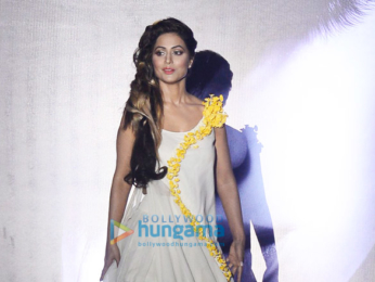 Hina Khan walks the ramp at the Streax event