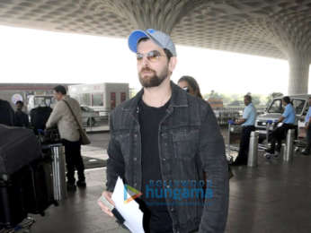 Sonam Kapoor, Yami Gautam and Neil Nitin Mukesh snapped at airport