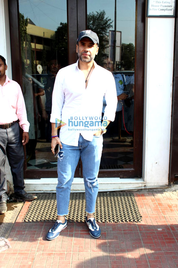 Tusshar Kapoor and Himansh Kohli spotted at Bastian