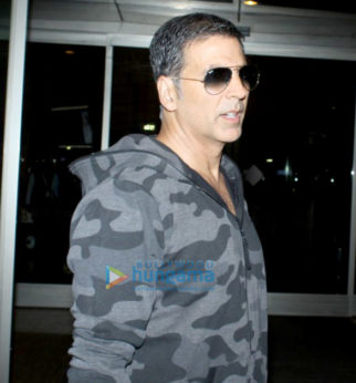 Akshay Kumar, Raveena Tandon and Suniel Shetty snapped at the airport
