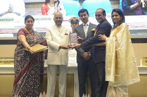 Akshaye Khanna and Kavita Khanna receive Dadasaheb Phalke Award for late Vinod Khanna