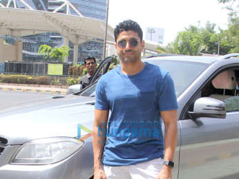 Farhan Akhtar snapped with his children at Yauatcha in BKC