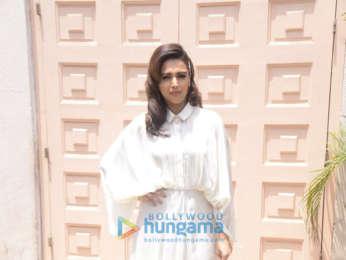 Kareena Kapoor Khan, Sonam Kapoor Ahuja and Swara Bhaskar snapped promoting 'Veere Di Wedding' at Mehboob Studio