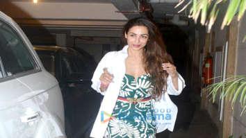 Malaika Arora, Karisma Kapoor, and Rhea Kapoor spotted at Kareena Kapoor Khan's house