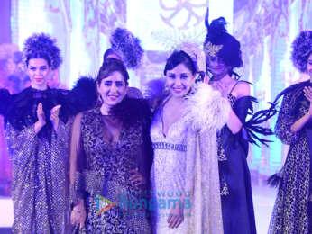 Pooja Chopra walks the ramp for Pria Kataria Puri's fashion show