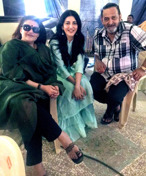 Sarika Visits Daughter Shruti Haasan On The Sets Of Her