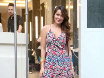 Waluscha De Sousa snapped outside a salon