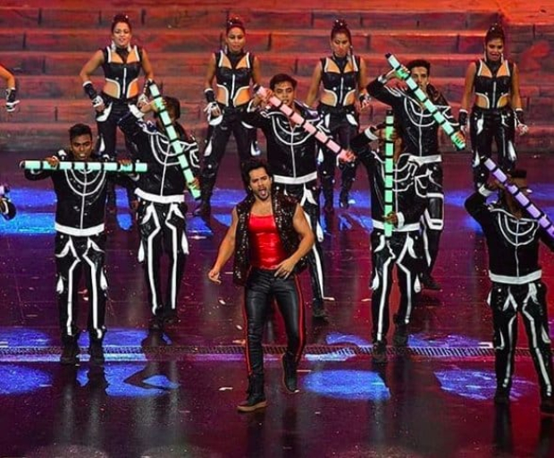 IIFA 2018: Varun Dhawan's electrifying performance on 'Tamma Tamma Again' is the highlight of the grand night; Kartik Aaryan makes his debut