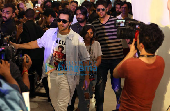 IIFA 2018 Varun Dhawan meets fans at EmQuartier Mall, Bangkok (4)