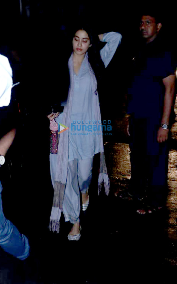 Janhvi Kapoor spotted at clinic in Juhu (5)