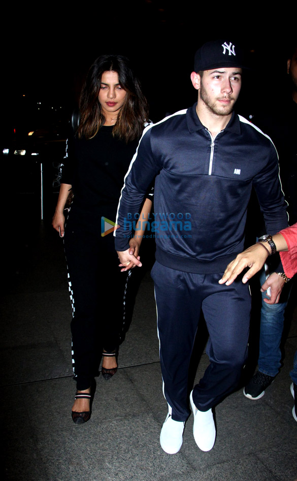 Priyanka Chopra, Nick Jonas and others snapped at the airport (4)
