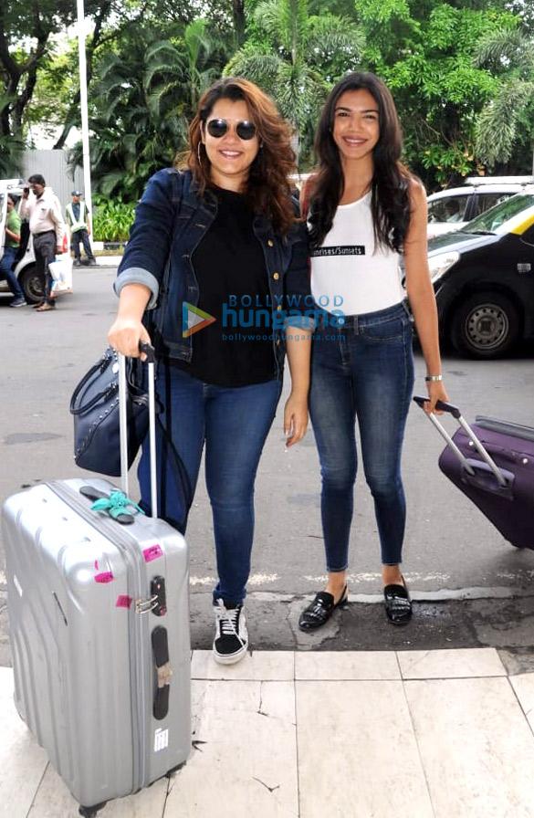Priyanka Chopra, Nick Jonas and others snapped at the airport1