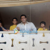 Salman Khan, Arbaaz Khan and family greet fans on Eid outside his residence