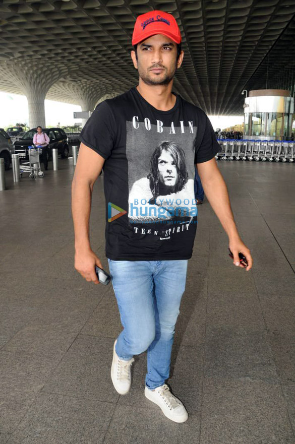Sonakshi Sinha, Rakul Preet Singh and others snapped at the airport (1)