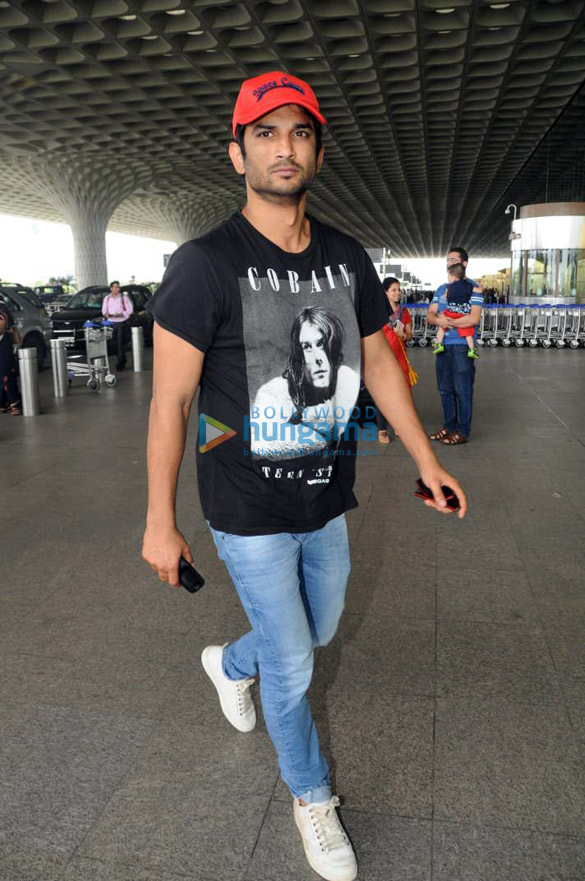 Sonakshi Sinha, Rakul Preet Singh and others snapped at the airport (2)
