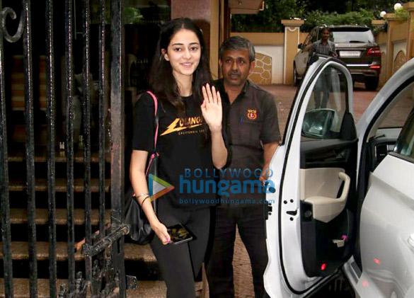 Ananya Pandey snapped in Bandra (5)