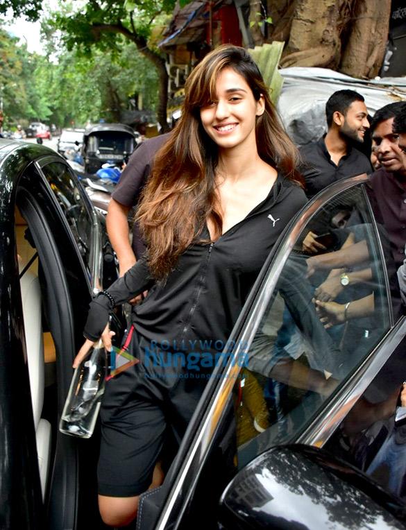 Disha Patani spotted at a salon in Bandra (6)