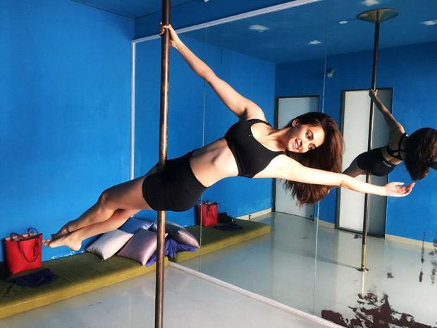 Kriti Kharbanda learns POLE DANCING for Housefull 4!