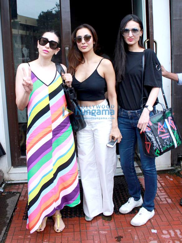 Malaika Arora, Karisma Kapoor and Anu Dewan spotted at Bastian in Bandra (1)