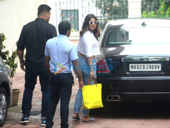 Priyanka Chopra snapped at Farhan Akhtar's residence at Pali Hill, Bandra