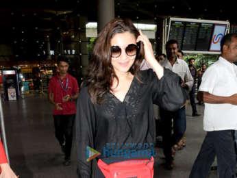 Akshay Kumar, Mandana Karimi and others snapped at Mumbai airport