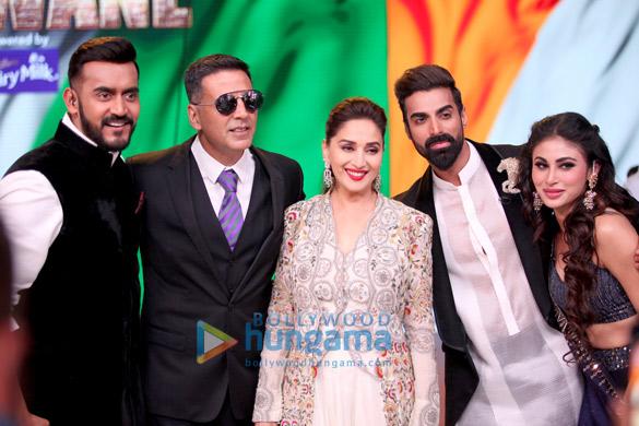 Akshay Kumar and Mouni Roy promote their film Gold on Colors Dance Deewane