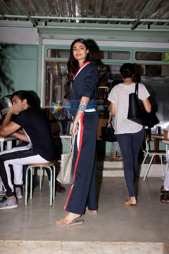 Athiya Shetty snapped at Kitchen Garden (1)