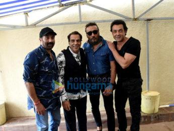 Cast of Yamla Pagla Deewana Phir Se snapped promoting the film