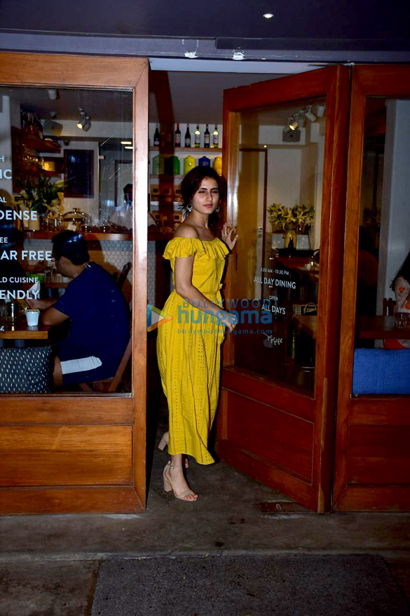 Fatima Sana Shaikh snapped at Sequel in Bandra (4)