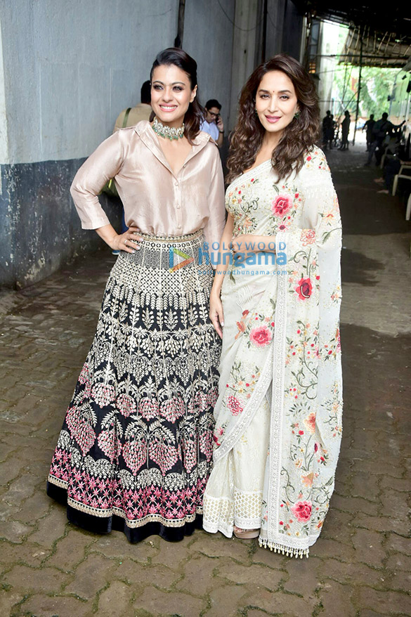 Kajol and Madhuri Dixit snapped on the sets of Dance Deewane (1)