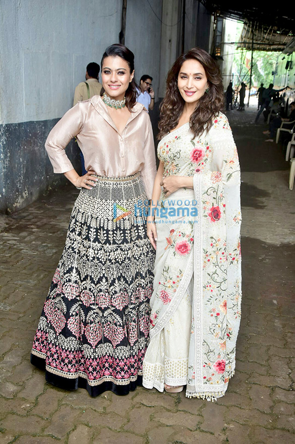 Kajol and Madhuri Dixit snapped on the sets of Dance Deewane (6)