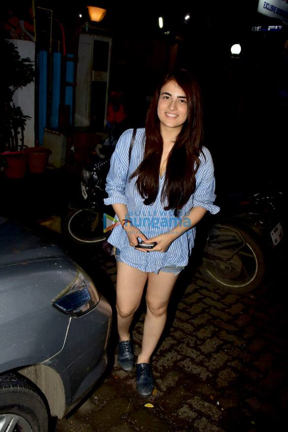 Radhika Madan snapped after a salon session in Bandra (2)