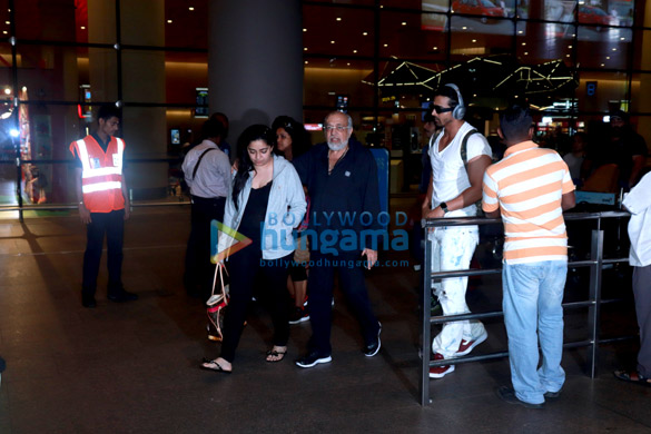 Rajkummar Rao, Harshvardhan Rane and others snapped at the airport last night (4)