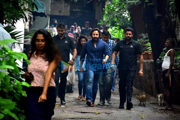 Saif Ali Khan snapped in Bandra (5)