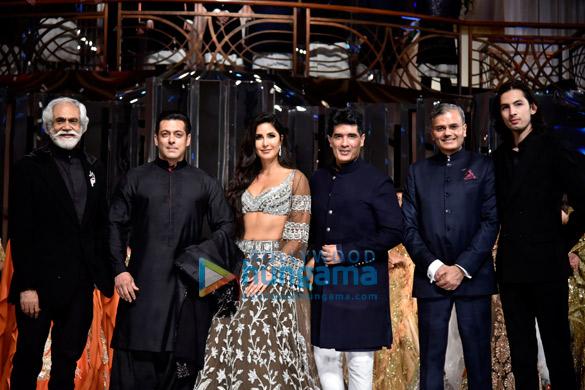 Salman Khan and Katrina Kaif walks the ramp for Manish Malhotra's fashion show (2)