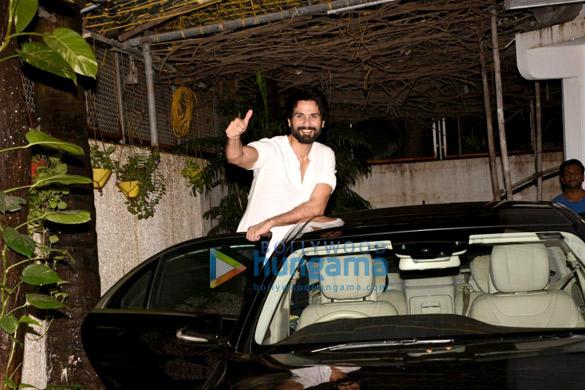 Shahid Kapoor snapped in Mumbai (2)