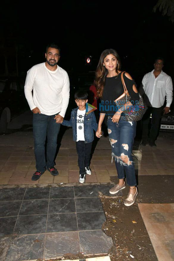 Shilpa Shetty snapped with her family in Juhu (5)