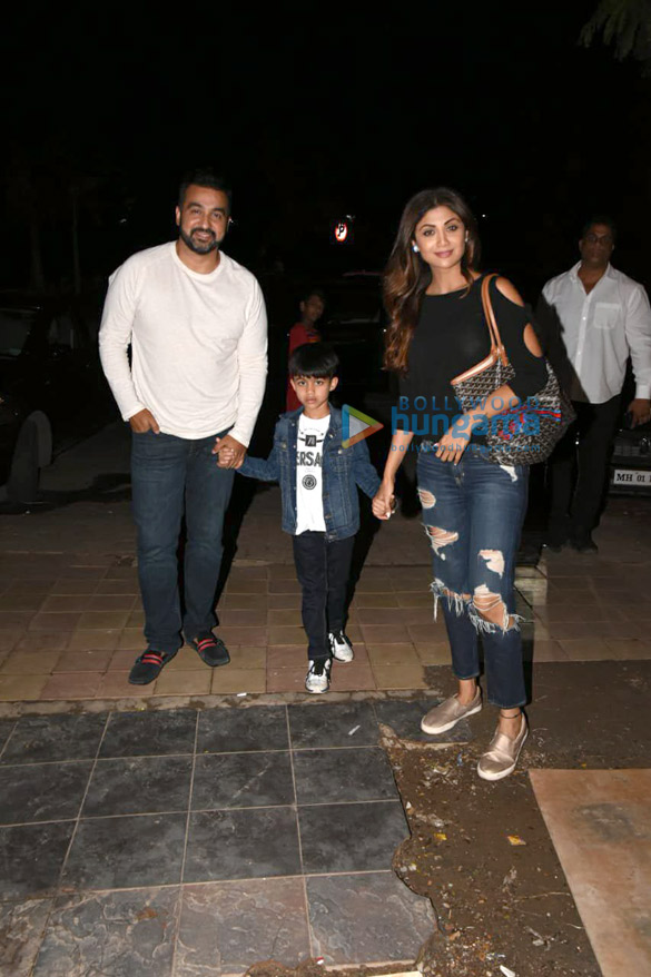 Shilpa Shetty snapped with her family in Juhu (6)