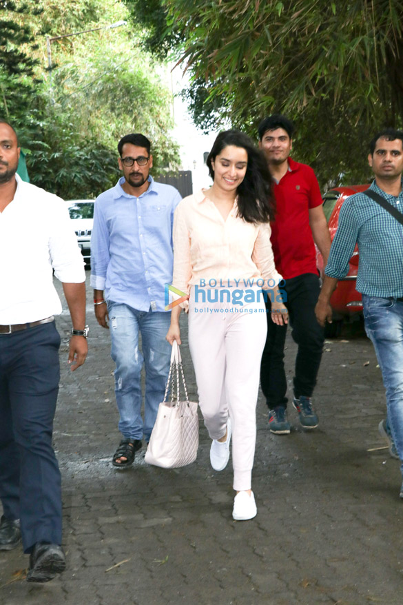 Shraddha Kapoor spotted at Sunny Super Sound in Juhu (2)