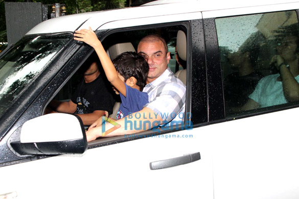 Sohail Khan, Malaika Arora and Amrita Arora snapped at Arpita Khan Sharma's house for Rakshabandhan (5)