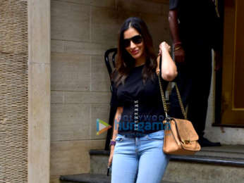 Sophie Choudry snapped at Manish Malhotra's house in Khar