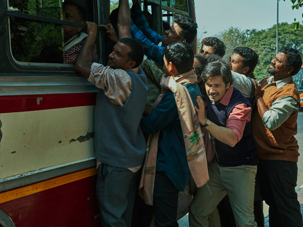 Sui Dhaaga - Made In India Varun Dhawan's bus ride woes