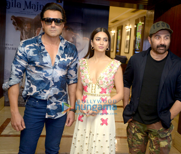 Sunny Deol and the rest of the cast of Yamla Pagla Deewana Phir Se promote their film in Delhi (4)