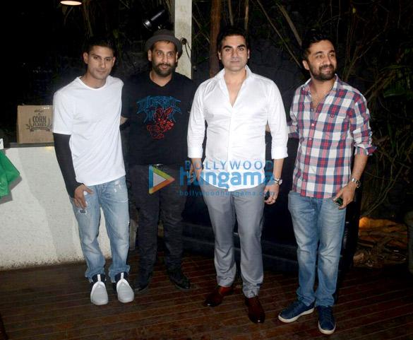 Sunny Leone, Shakti Kapoor, Prateik Babbar and others snapped at B Bar in Juhu (1)