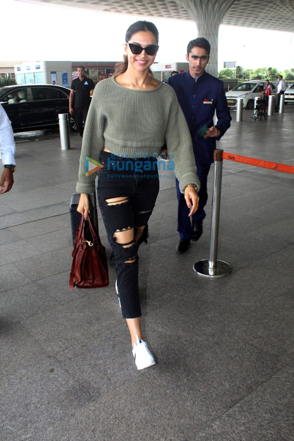 Vidya Balan, Deepika Padukone and Amyra Dastur snapped at the airport (1)