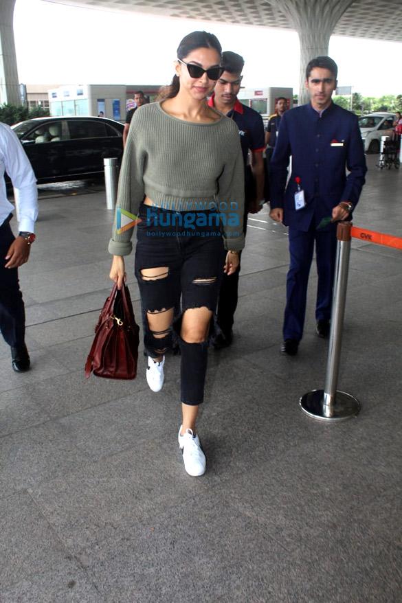 Vidya Balan, Deepika Padukone and Amyra Dastur snapped at the airport (2)