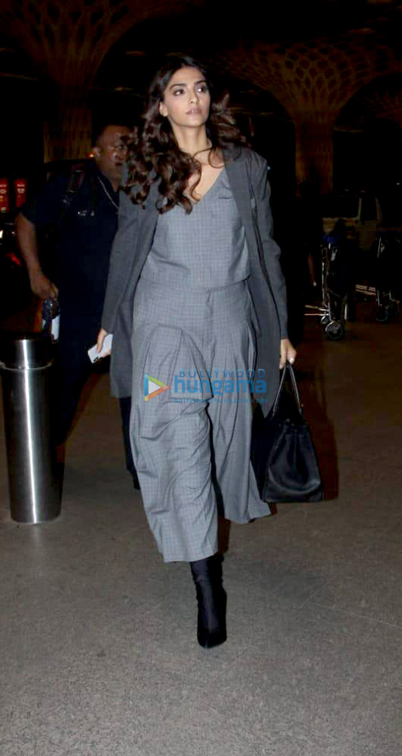 Abhishek Bachchan, Taapsee Pannu and others snapped at the airport (002)