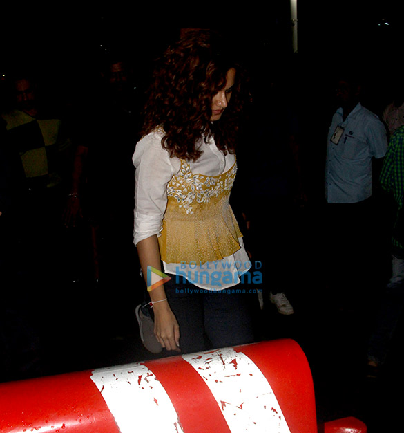 Abhishek Bachchan, Taapsee Pannu and others snapped at the airport (6)