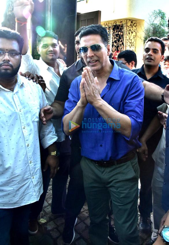 Akshay Kumar celebrates his birthday at his residence in Mumbai