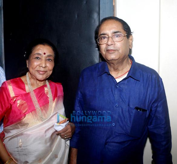 Asha Bhosle, Hridaynath Mangeshkar, Usha Mangeshkar (6)